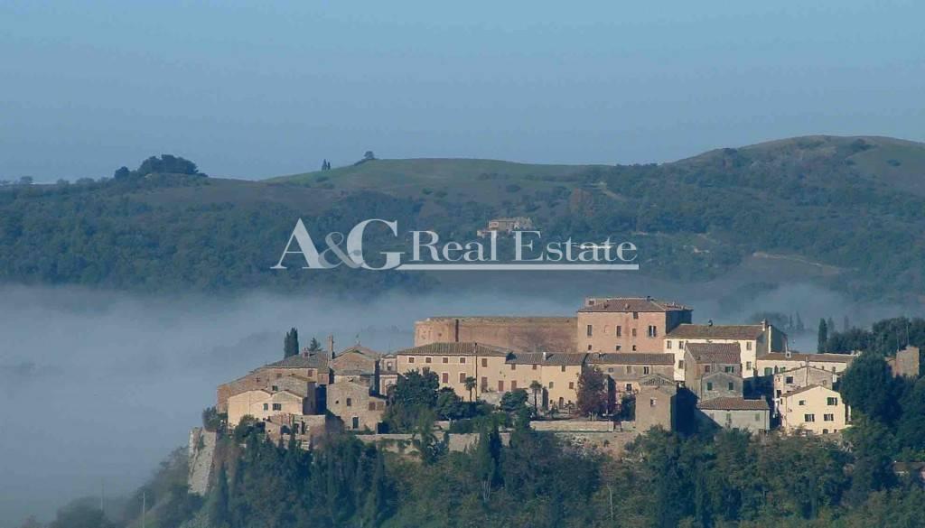 Villa in Vendita a San Giovanni d'Asso
