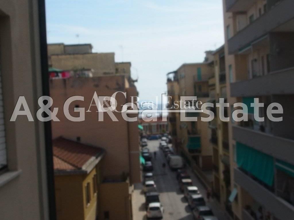 Appartamento in vendita a Follonica, 4 locali, prezzo € 210.000 | Cambio Casa.it