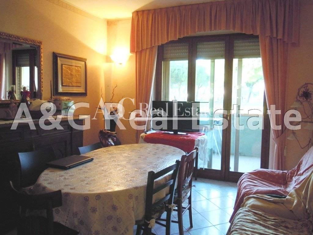 Appartamento in vendita a Follonica, 5 locali, prezzo € 250.000 | Cambio Casa.it