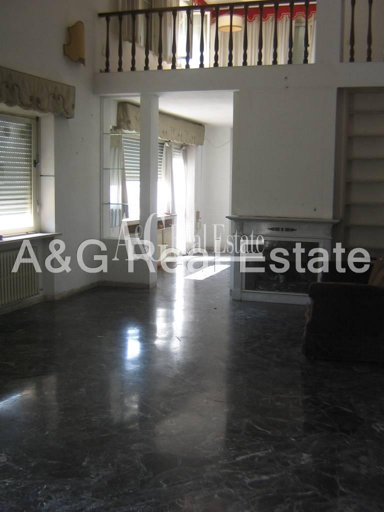 Appartamento in vendita a Grosseto, 10 locali, zona Località: Città, prezzo € 450.000   CambioCasa.it