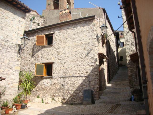 Appartamento in affitto a Moricone, 2 locali, prezzo € 280 | CambioCasa.it