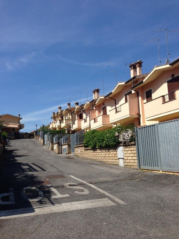 Villa vendita MANZIANA (RM) - 3 LOCALI - 80 MQ