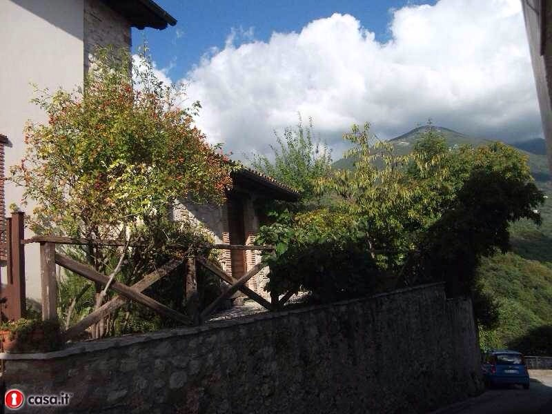 Casa Indipendente vendita RIVODUTRI (RI) - 4 LOCALI - 100 MQ