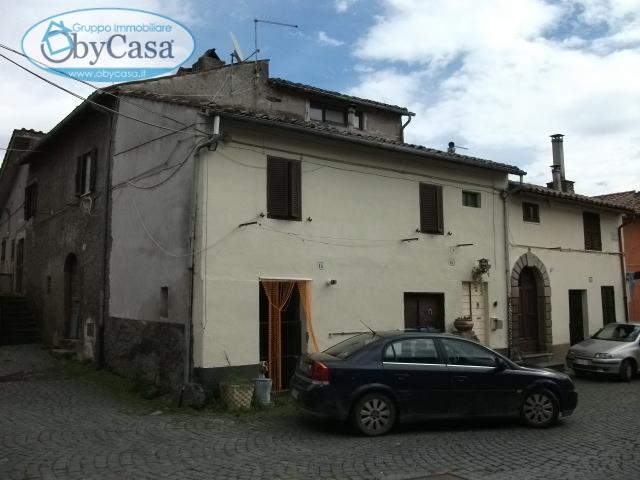Palazzo / Stabile in Vendita a Oriolo Romano