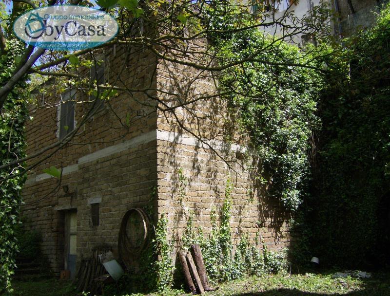 Rustico / Casale in vendita a Bassano Romano, 3 locali, zona Località: bassanoromano, prezzo € 24.000 | Cambio Casa.it