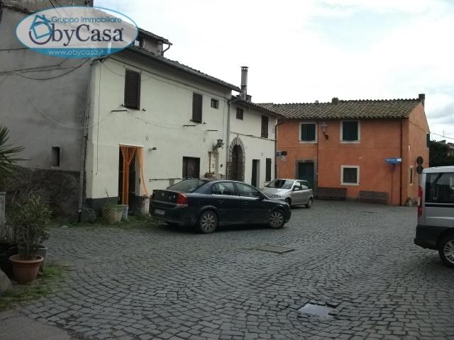 Bilocale Oriolo Romano Piazza Porta Romana 2