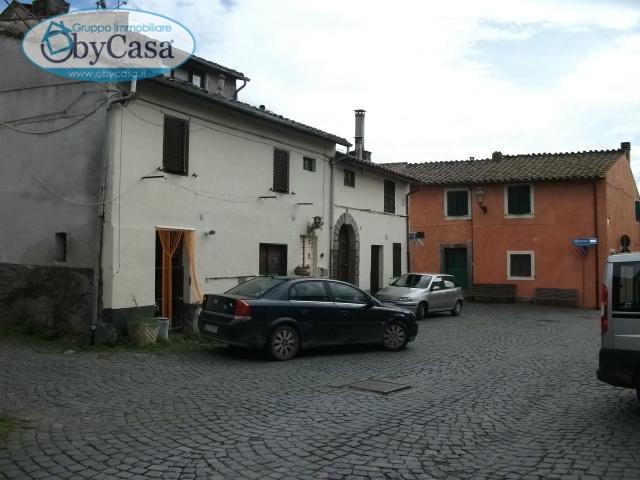 Bilocale Oriolo Romano Piazza Porta Romana 3