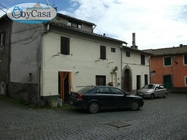 Bilocale Oriolo Romano Piazza Porta Romana 4