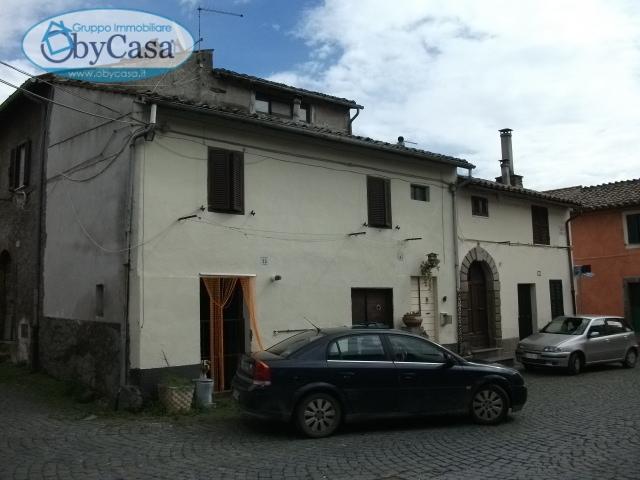 Bilocale Oriolo Romano Piazza Porta Romana 5