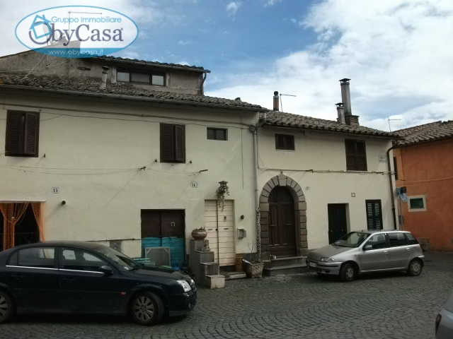 Bilocale Oriolo Romano Piazza Porta Romana 6