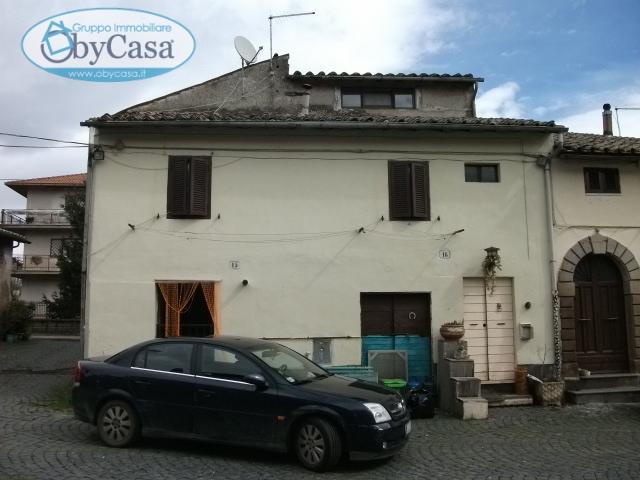 Bilocale Oriolo Romano Piazza Porta Romana 7