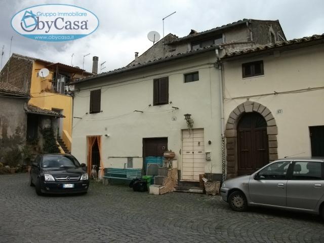 Bilocale Oriolo Romano Piazza Porta Romana 8