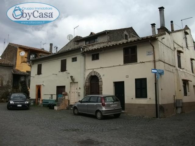 Bilocale Oriolo Romano Piazza Porta Romana 9