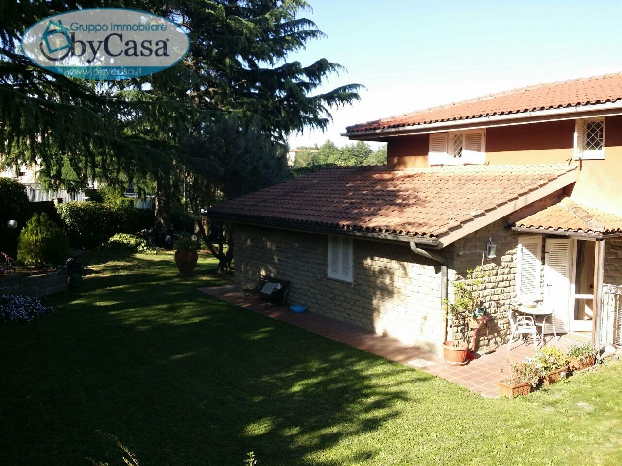 Villa in vendita a Manziana, 6 locali, Trattative riservate | Cambio Casa.it