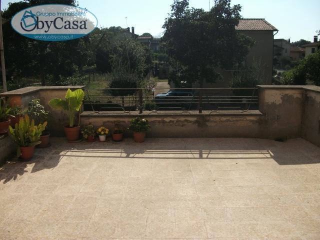 Bilocale Oriolo Romano Piazza Porta Romana 1