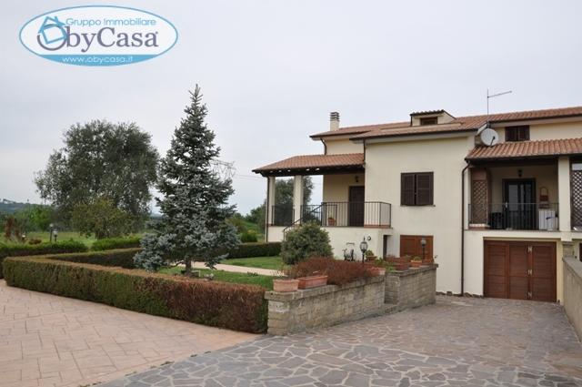 Villa in vendita a Bracciano, 6 locali, zona Località: semicentrale, prezzo € 350.000 | Cambio Casa.it