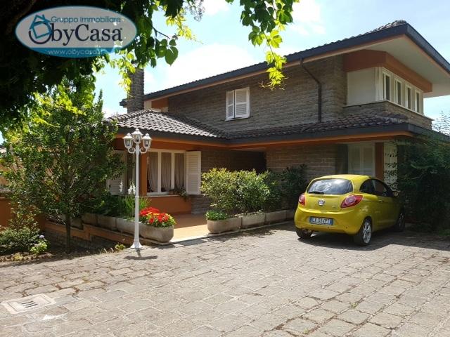Villa in vendita a Manziana, 7 locali, prezzo € 490.000 | Cambio Casa.it