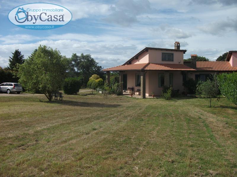Villa in vendita a Oriolo Romano, 8 locali, prezzo € 186.000 | CambioCasa.it