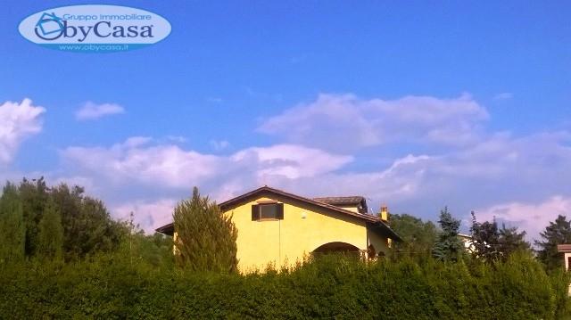 Villa in vendita a Bracciano, 7 locali, zona Località: LaRinascente, prezzo € 290.000 | CambioCasa.it