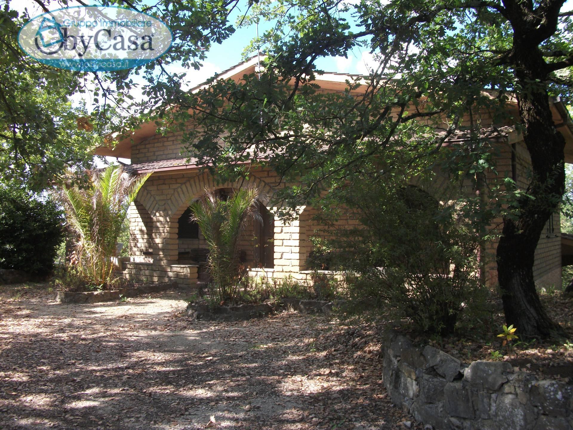 Villa in vendita a Barbarano Romano, 5 locali, prezzo € 169.000 | Cambio Casa.it