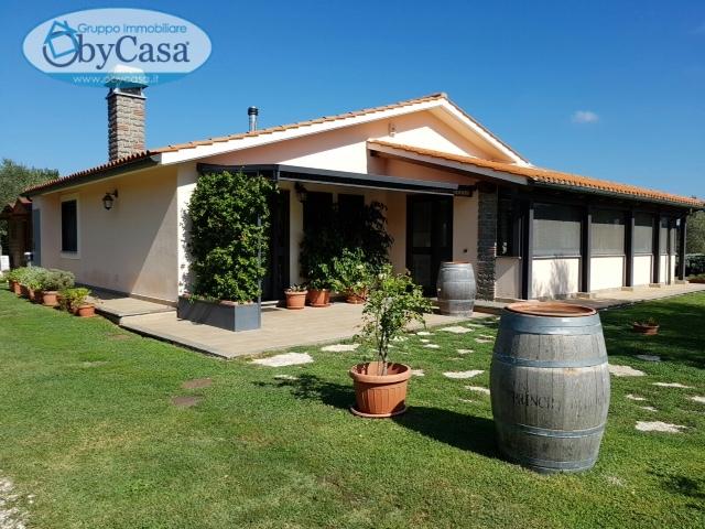 Villa in vendita a Manziana, 6 locali, prezzo € 270.000 | Cambio Casa.it
