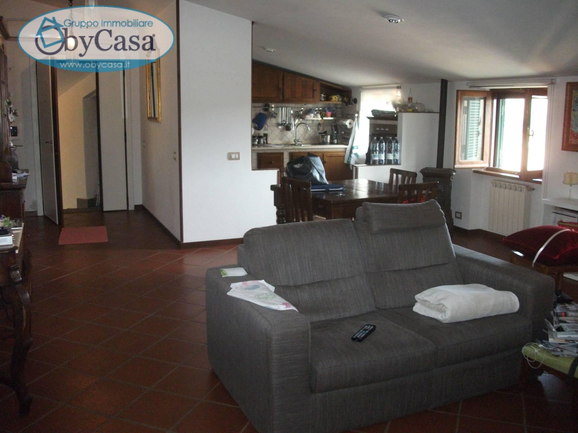 Appartamento in vendita a Oriolo Romano, 3 locali, prezzo € 78.000 | Cambio Casa.it