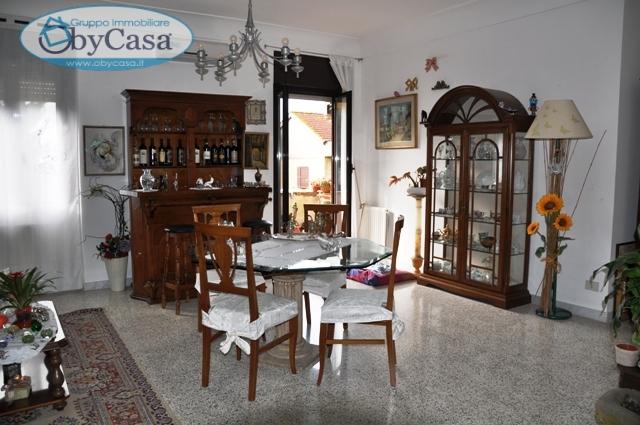 Appartamento in vendita a Bracciano, 4 locali, zona Zona: Cartiere, prezzo € 175.000 | CambioCasa.it