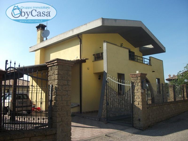 Villa in affitto a Canale Monterano, 4 locali, zona Zona: Montevirginio, prezzo € 600 | CambioCasa.it