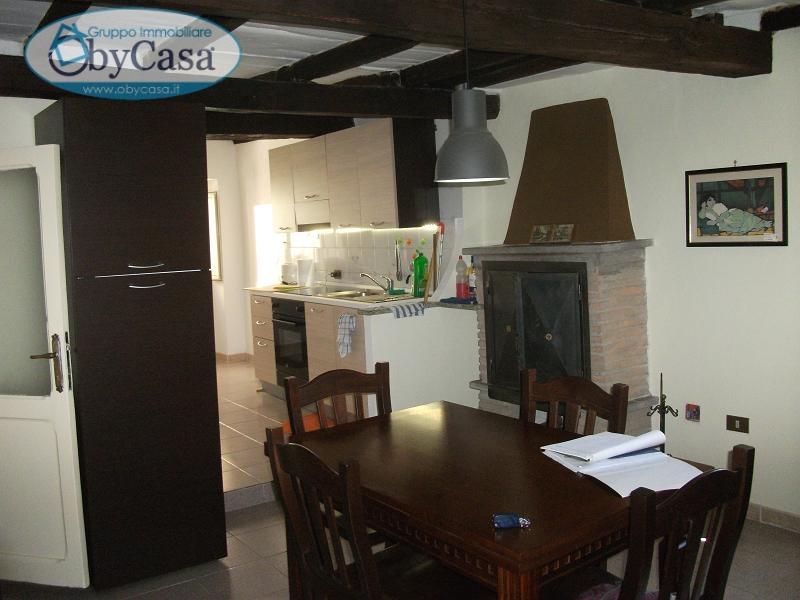 Appartamento in vendita a Bassano Romano, 2 locali, zona Località: bassanoromano, prezzo € 38.000 | CambioCasa.it