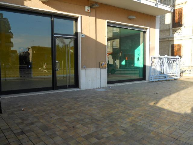 Negozio / Locale in affitto a San Benedetto del Tronto, 9999 locali, zona Località: PortodAscoli, prezzo € 1.500   CambioCasa.it
