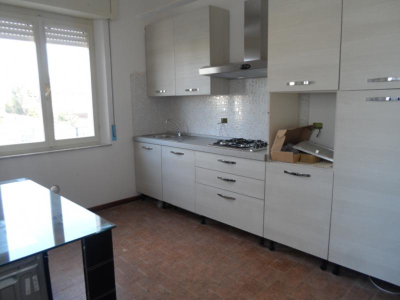 Appartamento in vendita a Monteprandone, 5 locali, zona Zona: Centobuchi, Trattative riservate | Cambio Casa.it