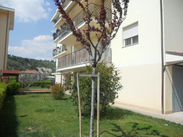 Appartamento in affitto a Martinsicuro, 4 locali, zona Località: VillaRosa, prezzo € 550 | Cambio Casa.it