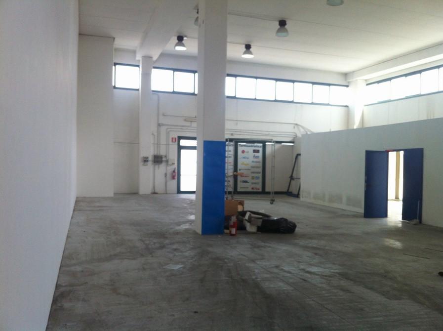 Laboratorio in affitto a San Benedetto del Tronto, 9999 locali, zona Località: PortodAscoli, prezzo € 1.500 | Cambio Casa.it