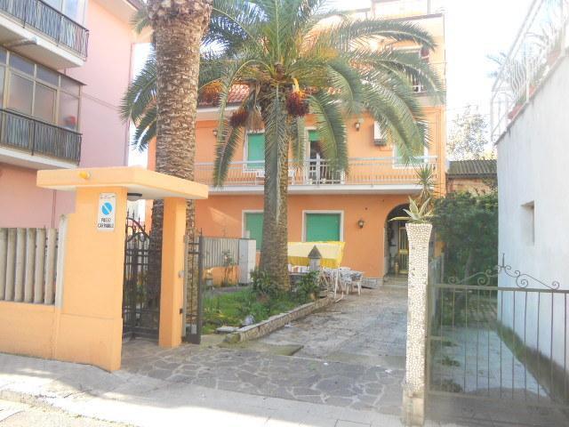 Soluzione Indipendente in vendita a San Benedetto del Tronto, 20 locali, zona Località: PortodAscoli, Trattative riservate | Cambio Casa.it