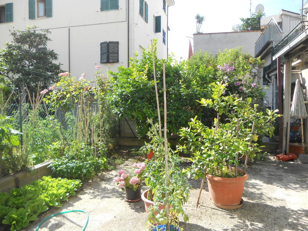 Soluzione Indipendente in vendita a San Benedetto del Tronto, 13 locali, zona Località: PortodAscoli, prezzo € 245.000 | Cambio Casa.it