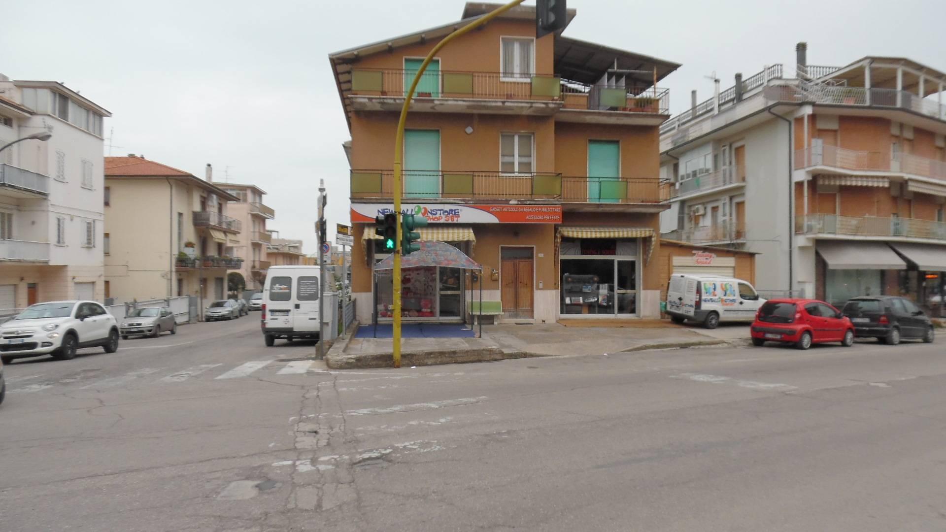Negozio / Locale in vendita a San Benedetto del Tronto, 9999 locali, zona Località: PortodAscoli, Trattative riservate | Cambio Casa.it