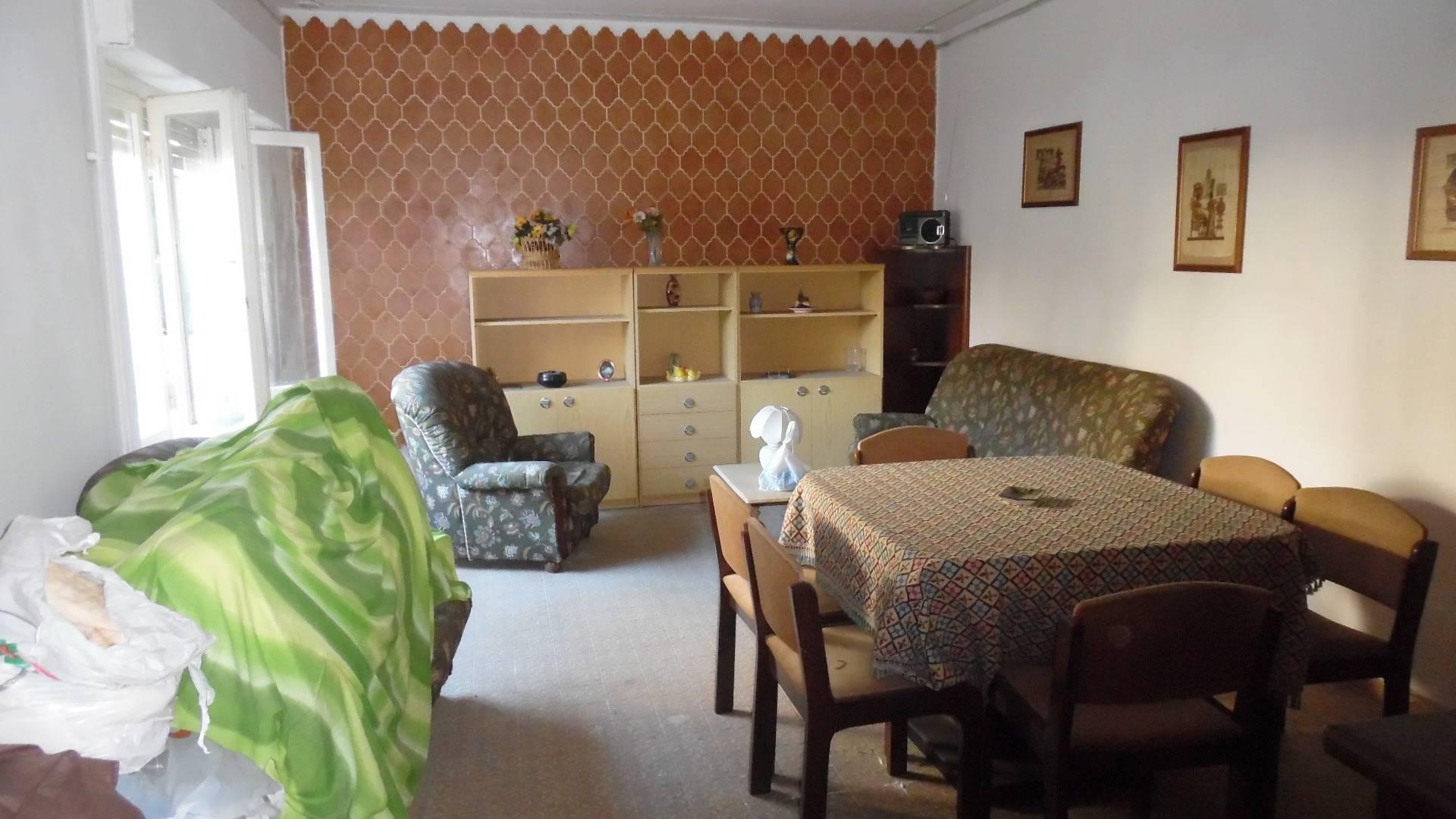 Soluzione Indipendente in vendita a Martinsicuro, 5 locali, zona Località: Centro, prezzo € 160.000 | Cambio Casa.it