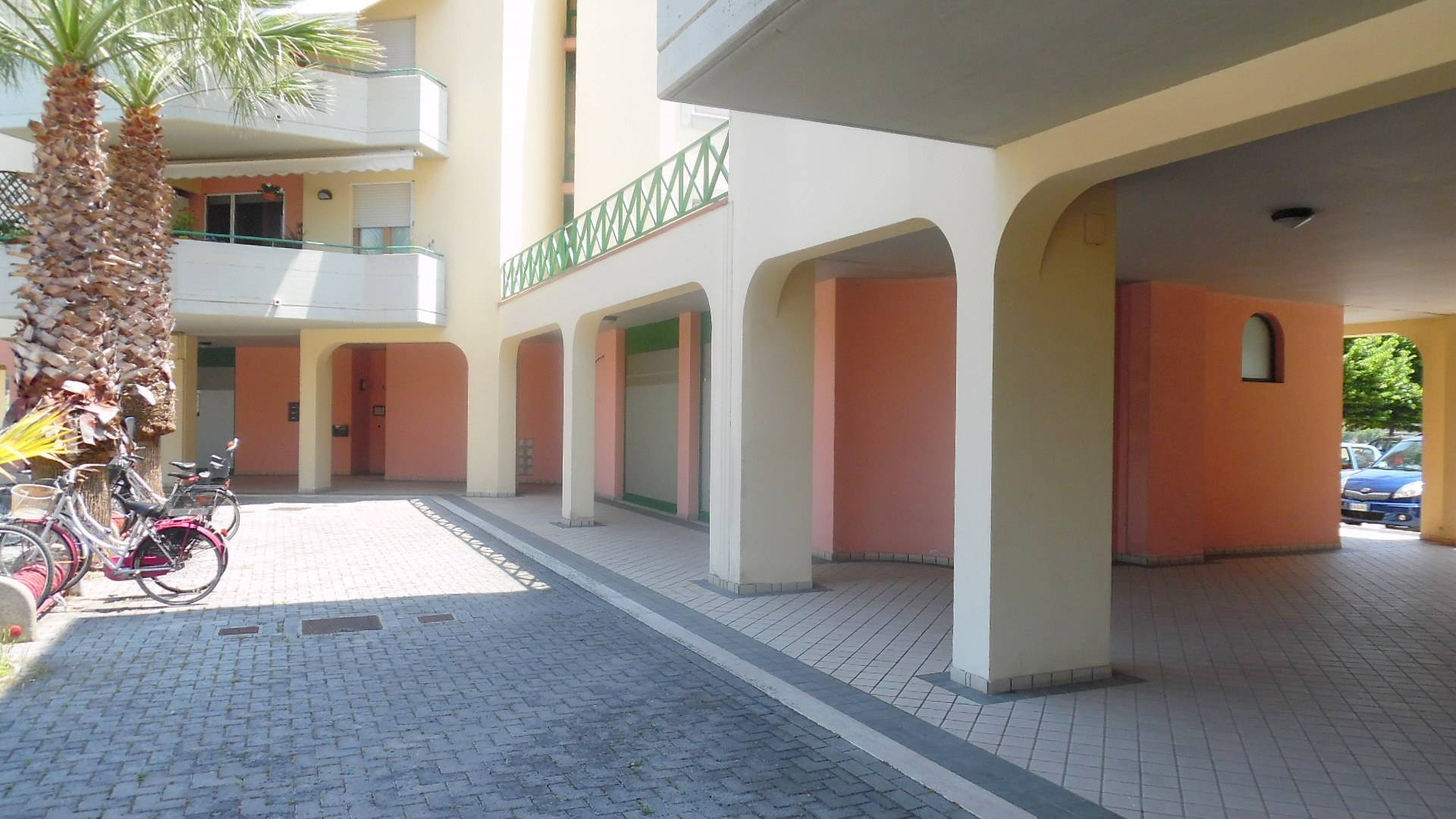 Negozio / Locale in vendita a San Benedetto del Tronto, 9999 locali, zona Località: PortodAscoli, prezzo € 250.000 | CambioCasa.it