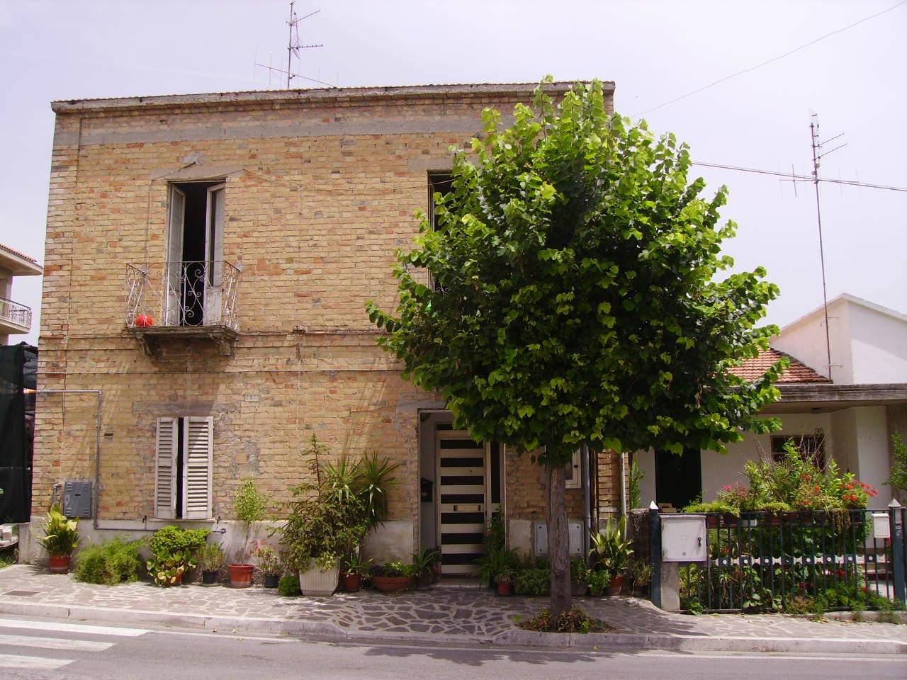 Soluzione Indipendente in vendita a Nereto, 4 locali, prezzo € 130.000 | Cambio Casa.it