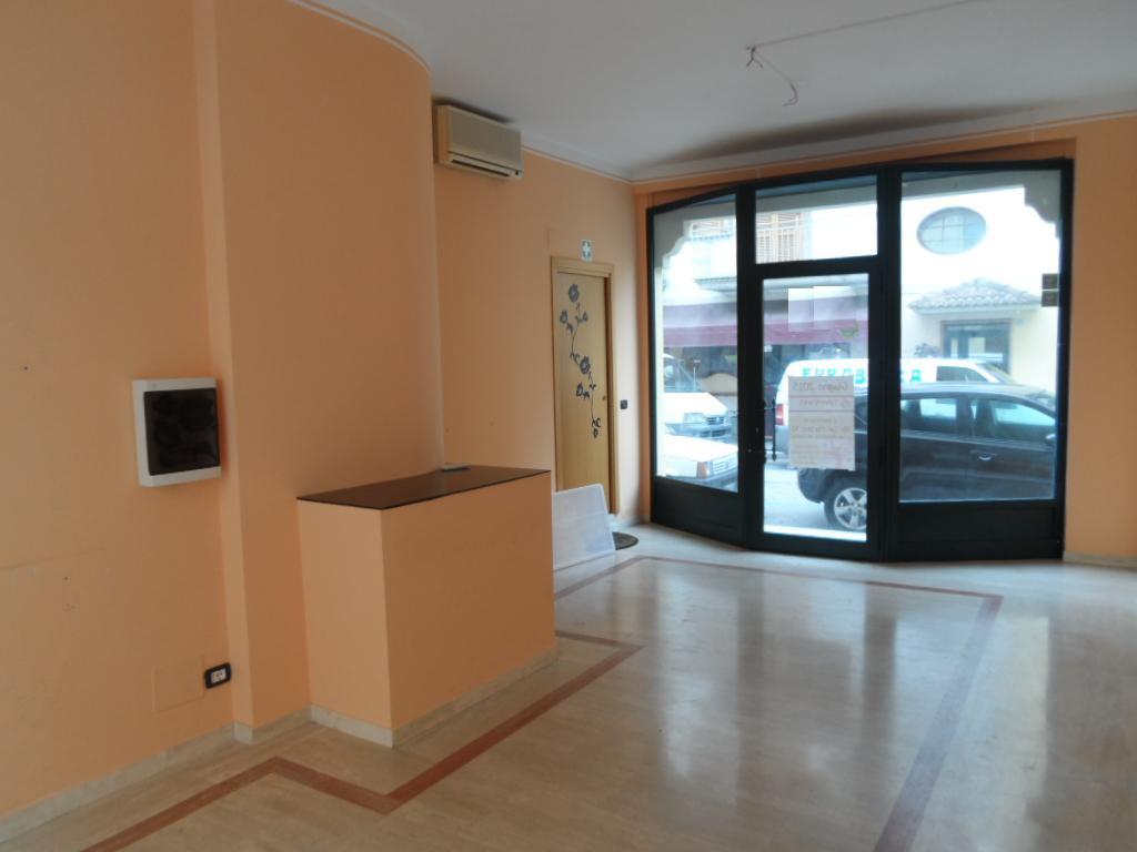 Negozio / Locale in affitto a San Benedetto del Tronto, 9999 locali, zona Località: Centro, prezzo € 800   Cambio Casa.it