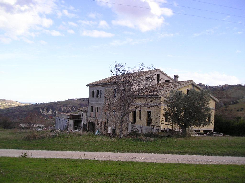 Rustico / Casale in vendita a Acquaviva Picena, 20 locali, zona Località: MadonnadellePiane, Trattative riservate | Cambio Casa.it