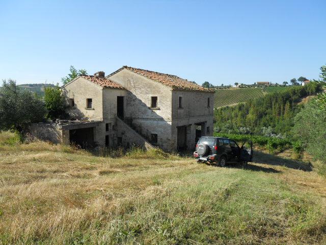 Rustico / Casale in vendita a Cossignano, 10 locali, prezzo € 100.000 | CambioCasa.it