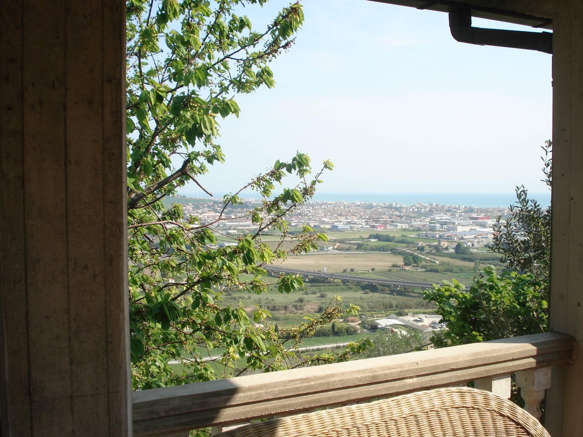Appartamento in affitto a Colonnella, 5 locali, prezzo € 2.500 | CambioCasa.it