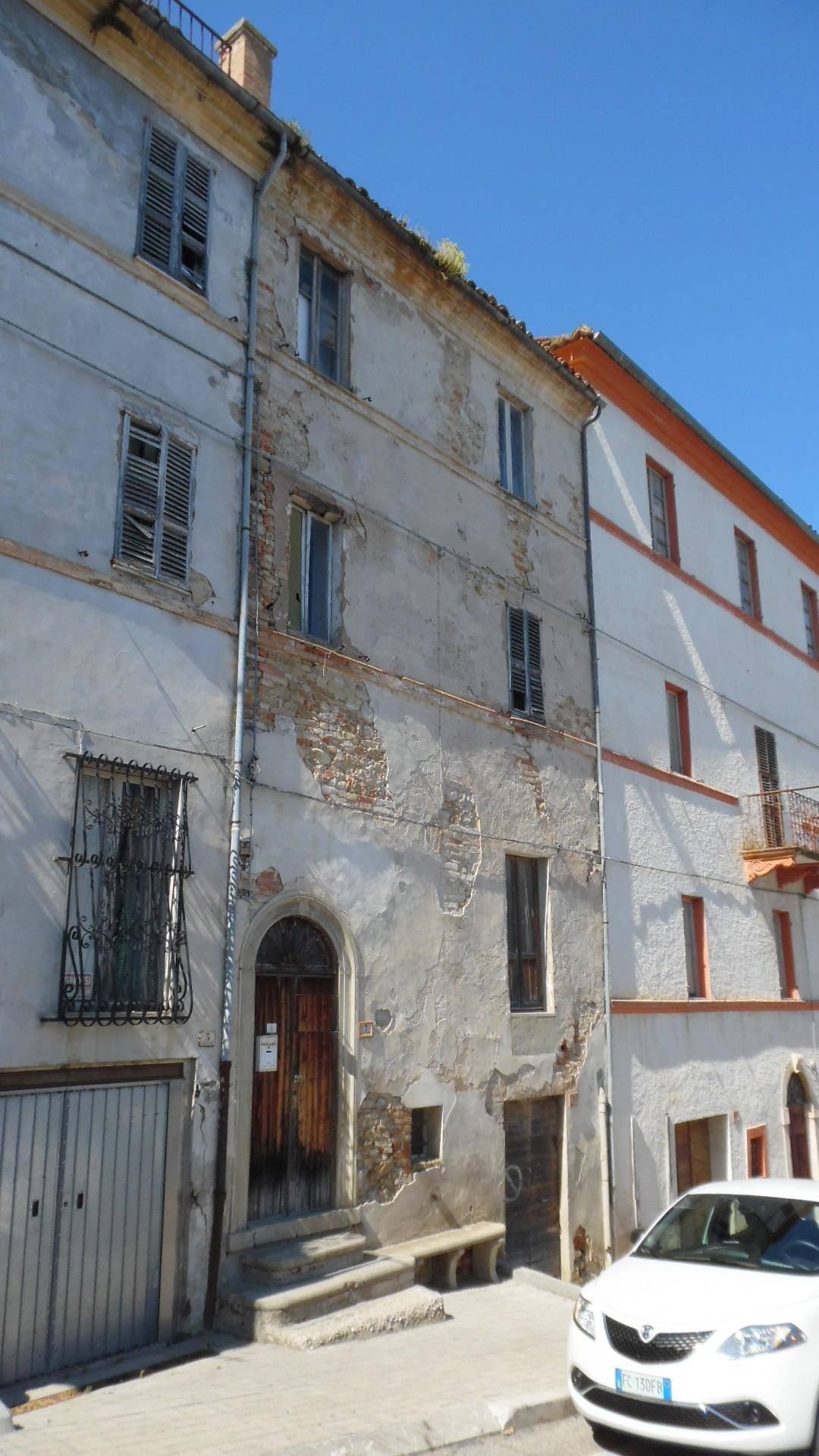 Appartamento in vendita a Monteprandone, 6 locali, prezzo € 60.000   CambioCasa.it