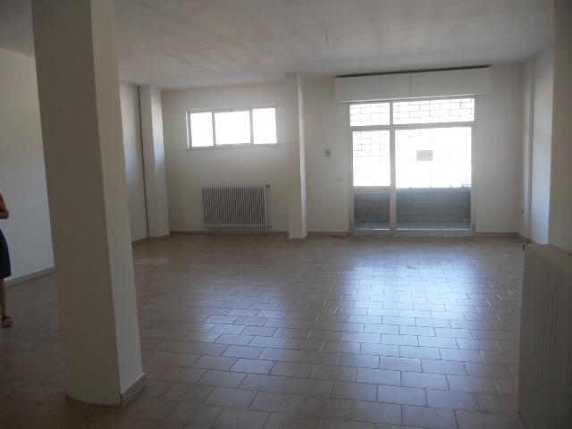 Negozio / Locale in affitto a Martinsicuro, 9999 locali, zona Località: VillaRosa, prezzo € 90.000 | Cambio Casa.it