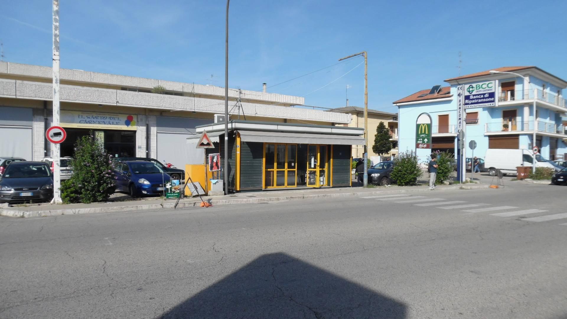 Attività / Licenza in affitto a San Benedetto del Tronto, 9999 locali, zona Località: PortodAscoli, prezzo € 600   Cambio Casa.it