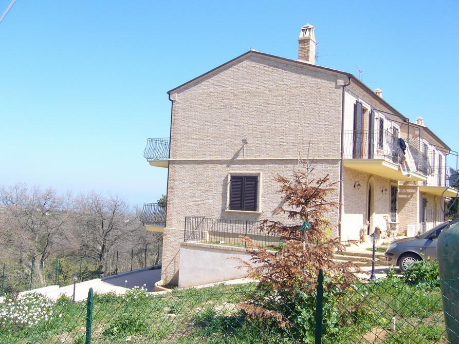 Villa in vendita a Ripatransone, 8 locali, prezzo € 280.000 | Cambio Casa.it