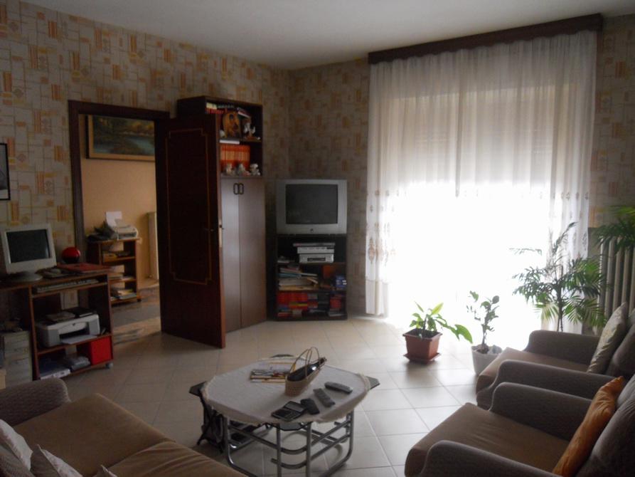 Appartamento in vendita a Ancarano, 6 locali, prezzo € 130.000 | Cambio Casa.it
