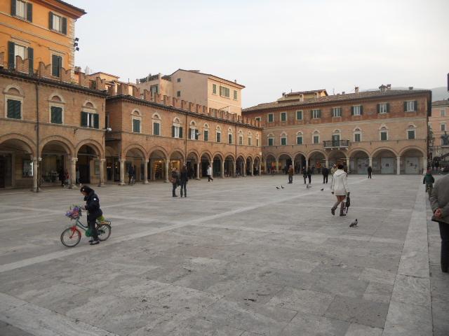 Appartamento in vendita a Ascoli Piceno, 11 locali, zona Località: CentroStorico, prezzo € 450.000 | CambioCasa.it