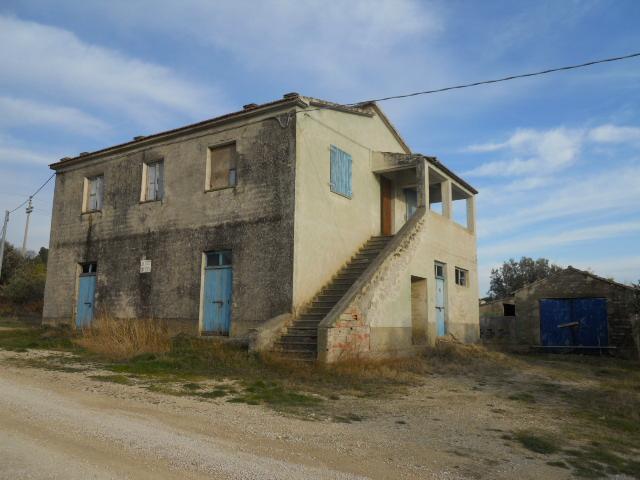 Rustico / Casale in vendita a Colonnella, 8 locali, prezzo € 250.000 | CambioCasa.it